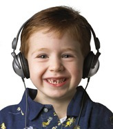 KIDZ%20GEAR%20Wired%20Headphones%20(CH68KG01)%20with%20Kid%2072dpi
